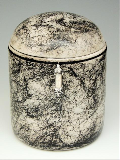 Urn with fur capsule